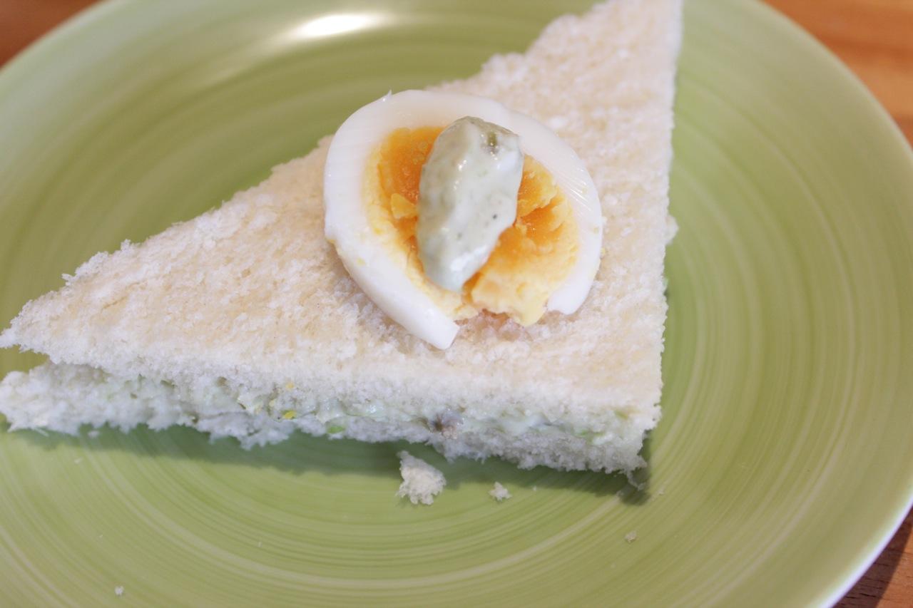 Com ovo cozido enfeitando