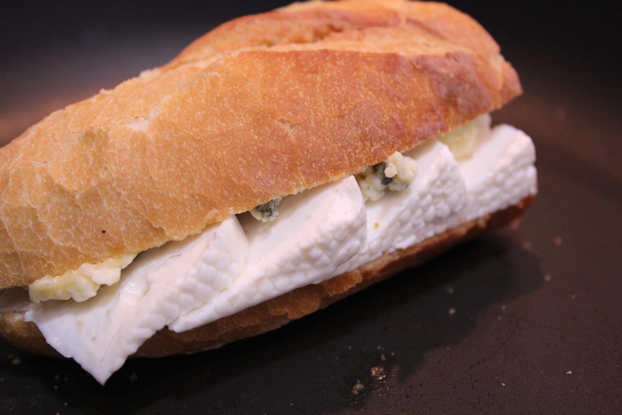 sanduiche_de_queijo_branco_e_gorgonzola_2
