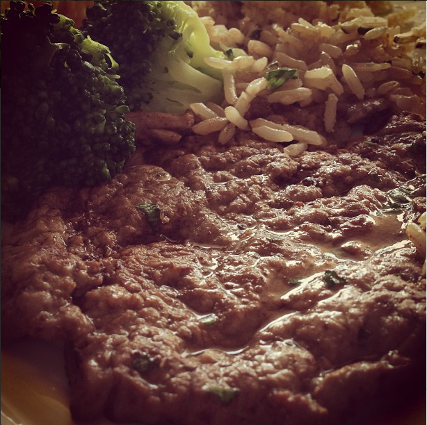 Bifes a diana com brócolis no vapor #almococaseiro