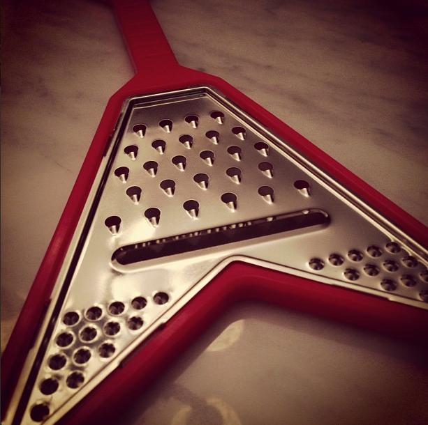 Um presente que ganhamos de @peucoelho para completar nossa coleção rock'n'roll na cozinha :)