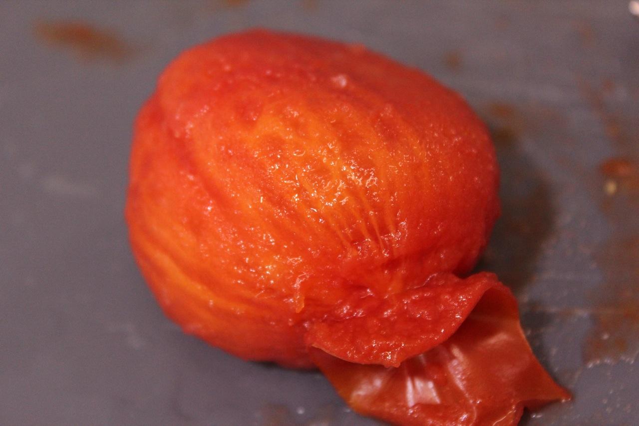 Tomate sem pele, o famoso tomate pelado