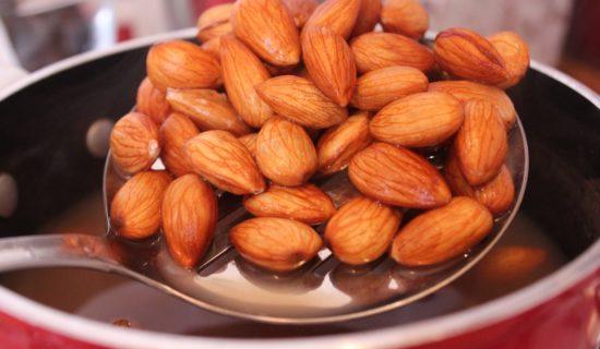 como-tirar-casca-de-amendoa-1