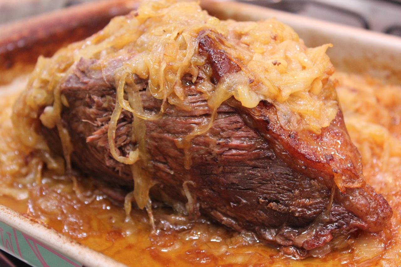 Carne pronta e dourada ainda na assadeira