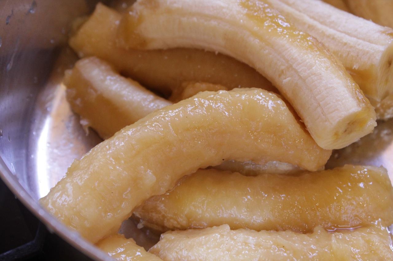 Diferença entre as bananas super maduras (embaixo) e as não tão maduras (em cima)
